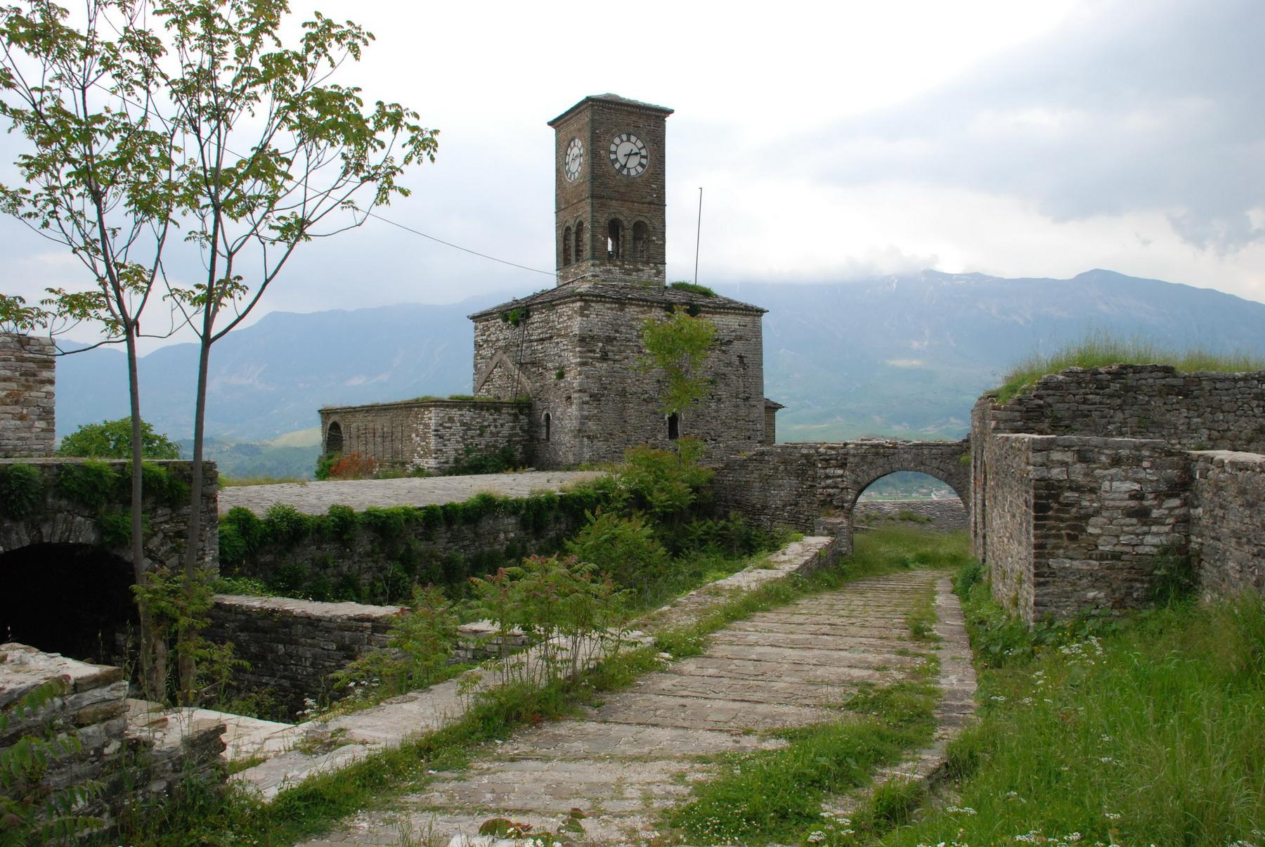 אלבניה - ג'ירוקסטרה - מגדל במצודה