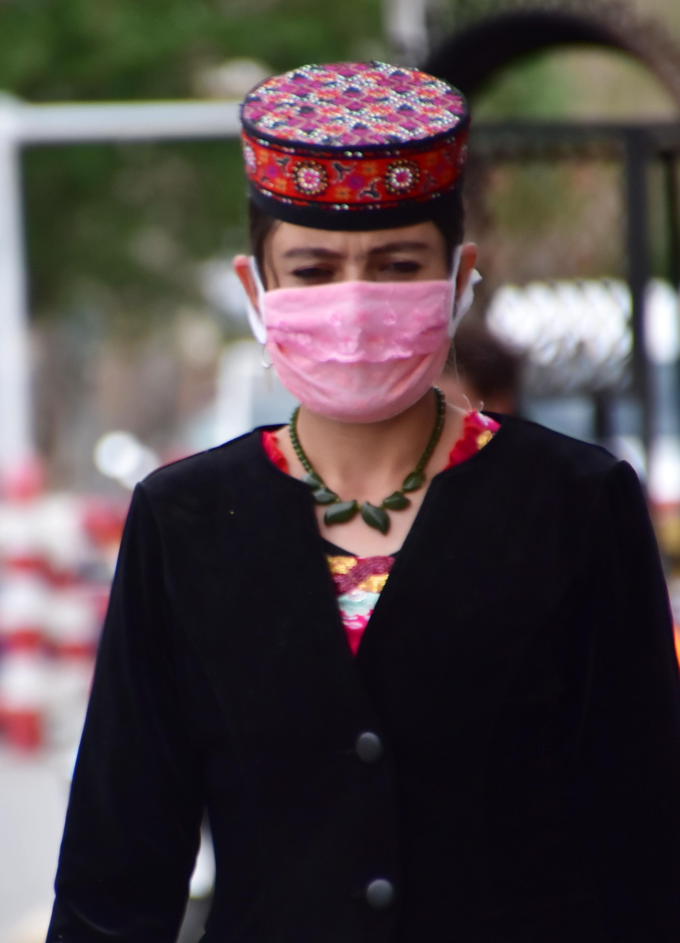 סין - גברת עם מסיכה 3